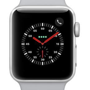 rigtig fint ur sælges da jeg har fået ny telefon som ikke er apple derfor kommer uret til at ligge på hylden.   Uret er købt i maj 2018 derfor er der også brugstegn og mindre ridser (skriv gerne for billeder). Uret har total funktionsdygtigt der er ingen skader på uret udover nogle brugstegn. Uret sælges med den originale grå rem og den originale oplader.   har givet 2799,- da det blev købt  Har ingen fast pris så Byd, Byd, Byd