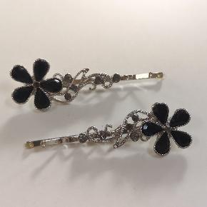 2 spænder til håret - har også matchende halskæde til salg til 🌟 Kan sendes eller afhentes i Kolding/Egtved