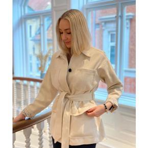 Nora jakke fra Meotine - brugt få gange og i rigtig god stand!