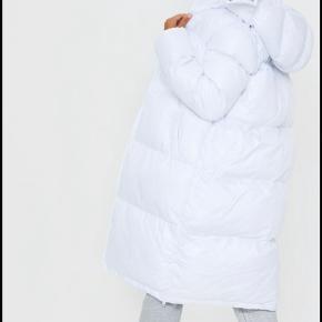 Helt nye puffer jakke fra PLT. Sælger den fordi den er købt for stor.  Rigtig lækker og behagelig at have på.