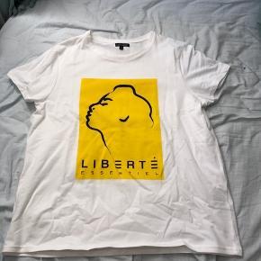 T-shitt med gult print Aldrig brugt 75kr