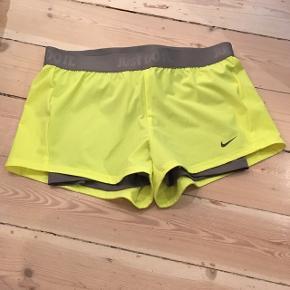 Nike træningsshorts med indershorts