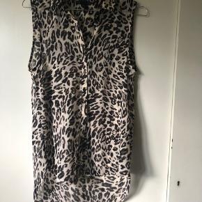 Leopard bluse / skjorte fra HM str 34 men svarer til xs-medium