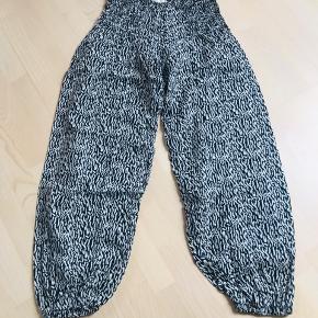 Lækre haremsbukser fra Pulz Jeans. 100 % bomuld, lette og bløde at have på.