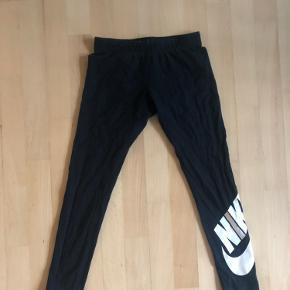 Bomulds tights fra Nike. Ser små ud men der er meget elastik i stoffet