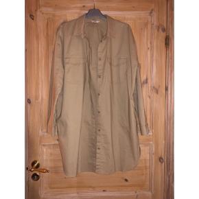 Lækker lang skjorte/jakke Str m Aldrig brugt  Np 500 kr