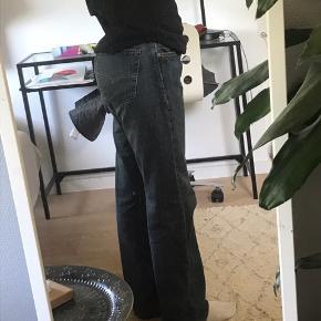 Mega fede levi's bukser til salg næsten som nye.  TAGER IMOD BYD