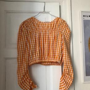 Helt ny fin bluse med pufærmer fra Zara. Det er en str M men syntes også den fitter en str S som jeg er selv helt fint.