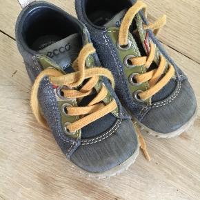 915519ffa44 Fine små Ecco sko som er brugte, men stadig brugbare.