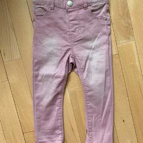 Helt nye jeans fra name it str. 86 Aldrig blevet brugt, gav 179kr. For dem. Sælges for 49kr.
