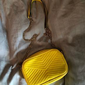 Fin taske fra H&M, brugt et par gange.