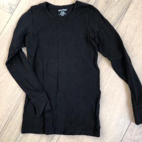 Næsten ny sort langærmet bluse str 6 fra Customized for the crowd