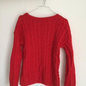 Fin rød sweater købt i vintagebutik. Fitter en str. XS-S