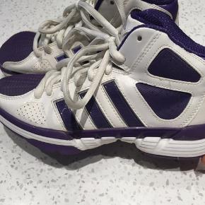 4fb5fb312828 Fede sko fra Adidas sælges! Brugt en gang. Str.  36 2