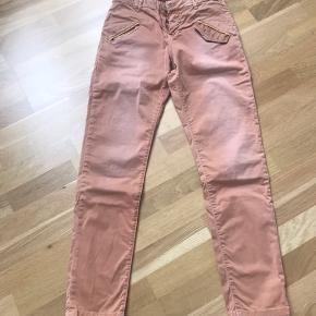 Costa &mani bukser sælges billigt. Jeg købte dem for små😝   Superflot med en hvis skjortebluse til og et par lækre sommersandaler til  Nypris 899kr ( er str 28)