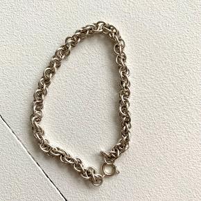 Armbånd (ved ikke om det er ægte sølv 🤷🏼♀️ )
