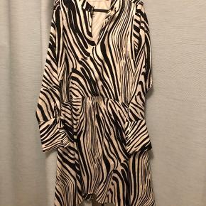Fin zebra printet kjole fra Gestuz :-)