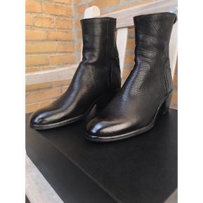 """ALBERTO FASCIANI  Model Maya 31019. Ignis Black.  Håndlavet italiensk støvle. Aldrig brugt. Fejlkøb! Stor i størrelsen! Nypris 4200. (Bud modtages gerne) Kvittering haves, købt hos butik """"bruno og joel"""""""