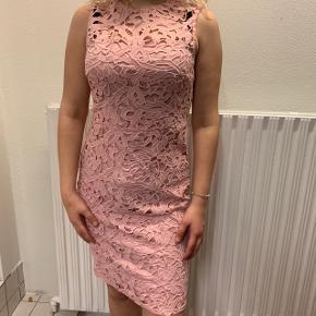 Flot lyserød kjole til fest💗