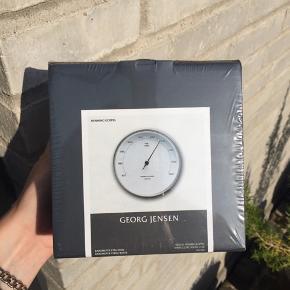 Georg jensen, Henning Koppel barometer, 10cm. Rustfrit stål, ABS  plastic. Stadig i oprindelige indpakning.