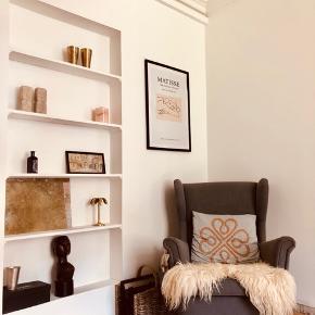 Find lænestol fra IKEA, modellen hedder strandmon. 3 år gammel, men brugt begrænset.  Kommer fra røgfrit hjem, men med hund (som ikke fælder)