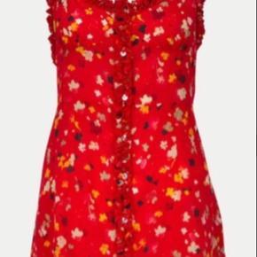 Den smukkeste, flatterende, florlette Julia kjole fra franske Realisation Par i 100 % silke. Oplagt til alt fra julefrokoster over sommerfester til dates.   Nypris var omkring 2000 kr, og den er aldrig brugt.   #trendsalesfund
