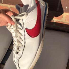 Nike cortez i en 38,5. Måler 24 cm