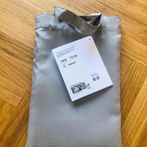 Gråt badeforhæng fra H&M.  Fejlkøb, ikke engang taget ud af posen.  Måler 180x200