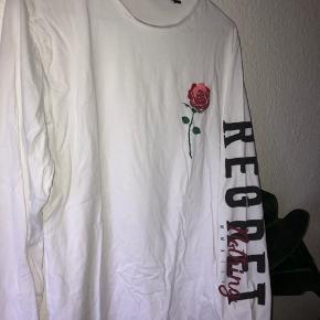 Only & sons hvid bluse med rose på str s   BYD!!