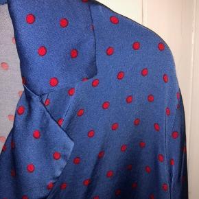 Fin skjorte fra MbyM. Brugt cirka 5 gange. Np 500kr, sælges for 130kr Skriv pb for billede på.