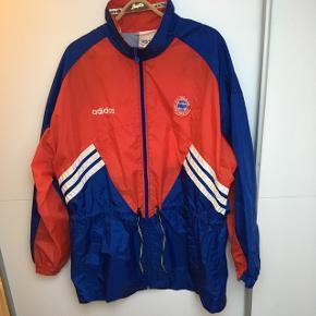 Vintage Adidas vindbreaker fra slut 90'erne, i super fin stand.