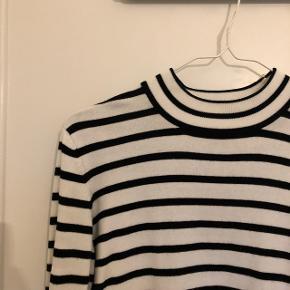 Flot trøje, som er brugt nogen gange, men som ingenting fejler. Jeg har bare for mange efterhånden :-)