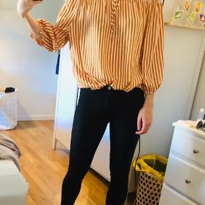 Off shoulder i orange/hvid stribet