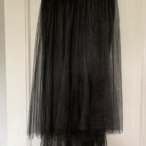 Superfin nederdel i tyl med underskørt