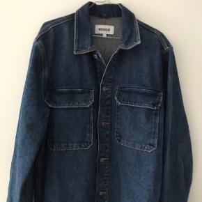 Lækker weekday denim jakke - som ny -  Snup den for 125  Kan afhentes på Frederiksberg eller sendes
