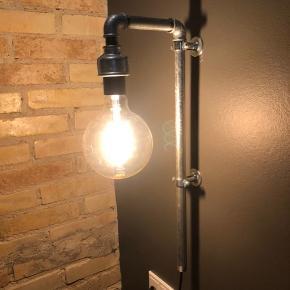 Har to ekstra af disse lamper, som ikke er brugt. Disse to sælges.   425,- stykket eksklusiv pære.   Søgeord: væglampe, retro, industri, vandrør, Wallpipe