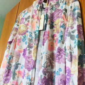 Aldrig brugt sommercardigan / kimono med hætte Fra dyrefrit røgfrit hjem  Køber betaler porto