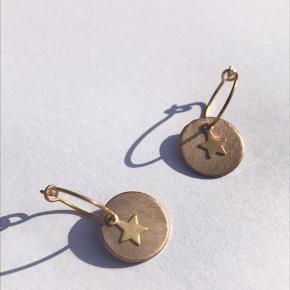 Super søde øreringe. De er ikke blevet brugt og fremstår som nye.