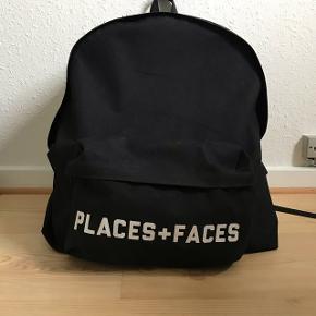 PLACES + FACES - taske Super stor taske.  Plads til computer, bøger og madpakke.  Den er lidt brugt, men fejler intet.