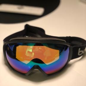 Bollé skibrille/goggles sælges.Som nye. Prisen er ikke til forhandling. Køber betaler porto.