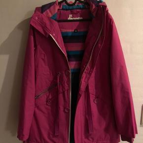 Sælger denne danefæ jakke, brugt maks et par gange. BYD!
