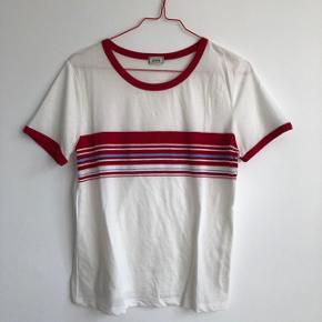 💗 Fin t-shirt fra mærker Pimkie i retro stil 💗 Brugt max 2 gange og fremstår som ny