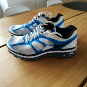 Nike Air Max sko. Fuldstændig fejlfri. Har været brugt en gang. Kom gerne med seriøse bud👍