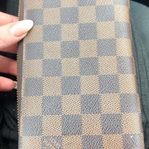 Louis Vuitton Pung, God, men brugt. Næstved - Louis Vuitton Pung, Næstved. God, men brugt, Brugt en periode og har derfor mindre tegn på brug