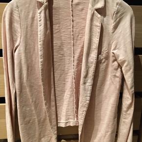 Tynd blød jakke/blazer i jersey i en flot nude/rose farve.    #30dayssellout