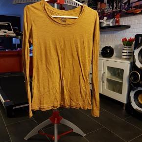 Brand: Nü by staff Varetype: Bluse (75 kr) Farve: karry
