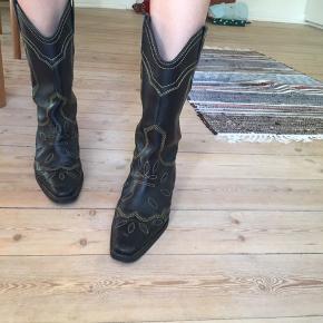 Smukke Ganni støvler, brugt under fem gange! Nypris 3800kr jeg sælger dem for 1800kr :-)
