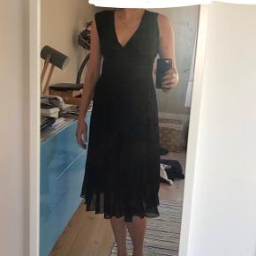 100% silke cocktail black dress.