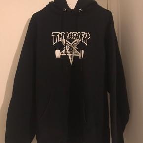 Thrasher-hoodie. Brugt meget få gange  nypris 500kr