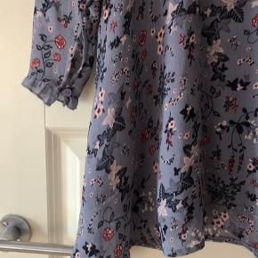 Blå blomstret h&m kjole Så fin som sommerkjole